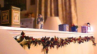 divider with winter decorations
