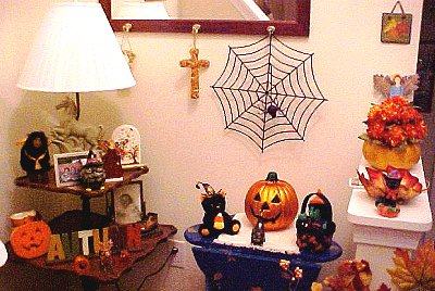 foyer decorated for Hallowe'en